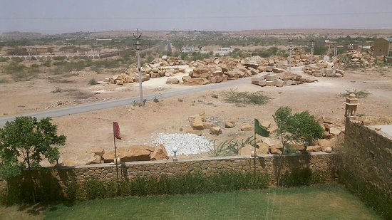 Stay Simple Hotel Jaisalgarh: This what you see from your Room window