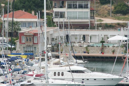 Marina Konukevi : View of Guesthouse from Cesme Castle
