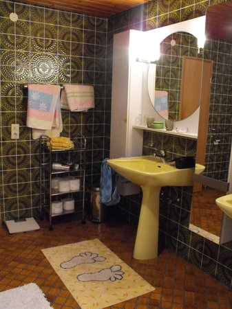 Hotel Krone: bathroom