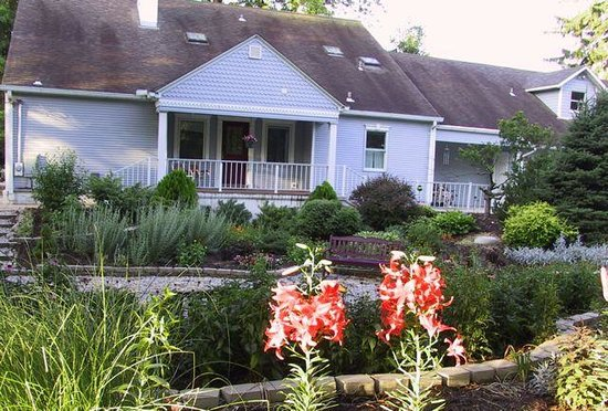 River Gardens Bed and Breakfast, LLC: Front of house