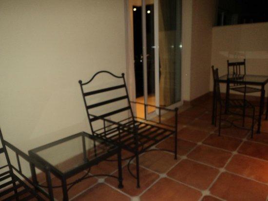 Apartamentos Guadalpin Boutique: Large Balcony