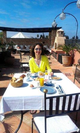 Riad l'Orangeraie: Breakfast on the roof terrace ... lovely !!