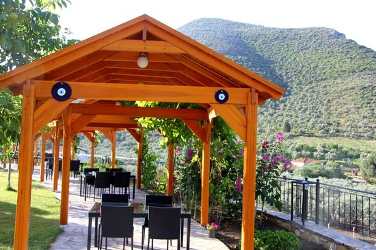 Natureland Efes Pension: Dining room outside