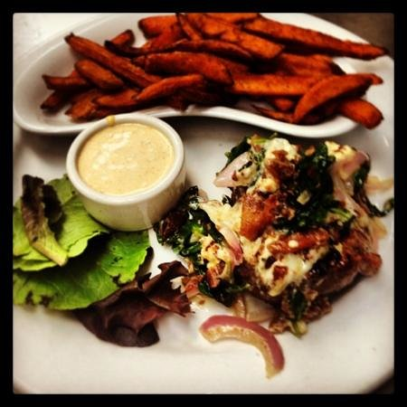 Malibu Beach Grill: 6oz steak del rey (spinach, bacon, onions, blue cheese crumbles) $9.99 with a soup or salad. DEL