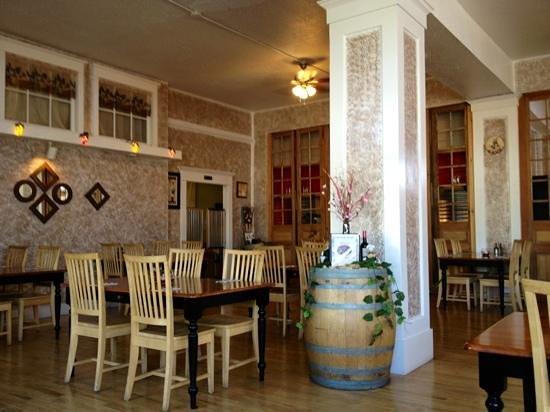 Mangiare Italian Restaurant : Dining room