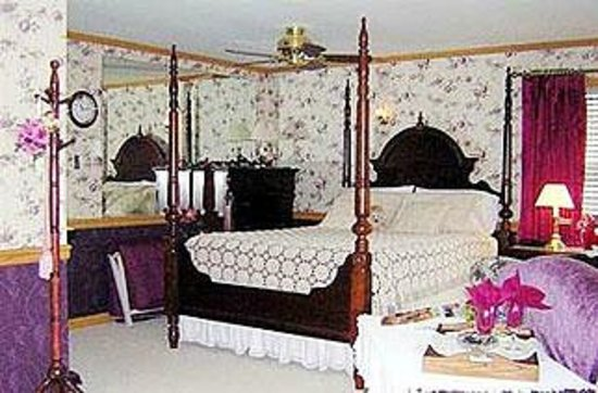 Dutch Pride Guest House Bed and Breakfast: Carriage suite  and privet Bath.