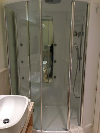 Palazzo Montefusco Sorrento: Junior Suite Shower