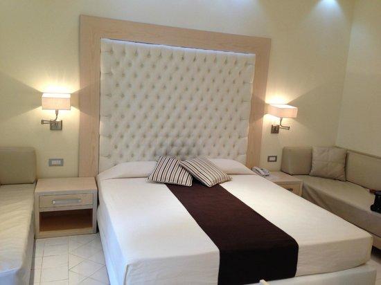 Palazzo Montefusco Sorrento: Junior Suite Bed
