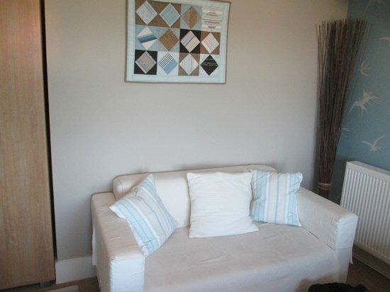 The Langtons Guesthouse: Sofa