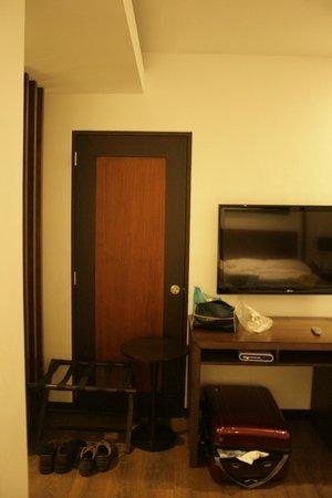 Century Hotel Angeles City : Room - Door to Other Guests Room