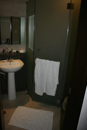 Century Hotel Angeles City : Bathroom