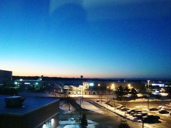 هيلتون جاردن إن أوتاوا إيربورت: Beautiful sunrise