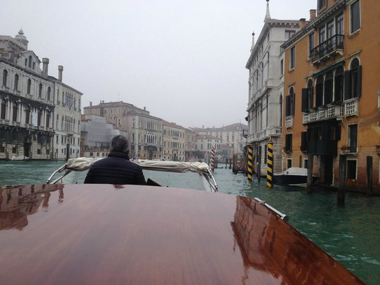 Hotel Dei Dragomanni: Private Taxi ride on Grand Canal