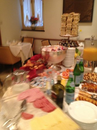 Hotel Dei Dragomanni: Breakfast at the hotel