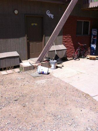 Black Canyon City KOA: Blocked pool bathrooms