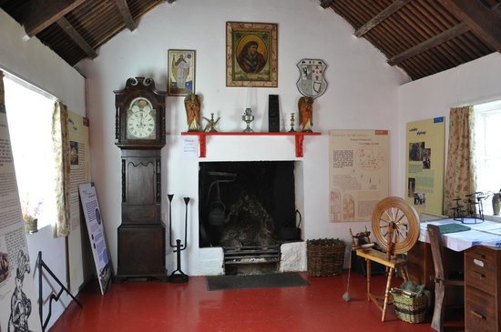 Glencolmcille Folk Village: village cottage