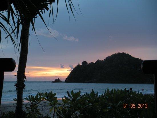 Kantiang Oasis Resort & Spa: Kantiang Bay at sunset