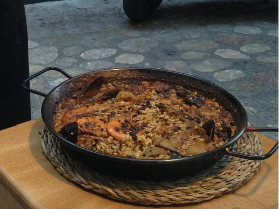 """Casa Alvaro: Paella """"alvarito"""" style (Alvaro's signature) -- if you love chiles"""
