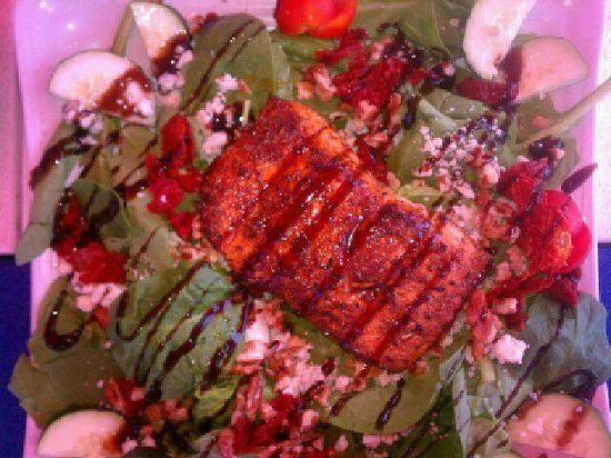 O'Maddy's Bar & Grille: Blackened Salmon is SLAM'N!