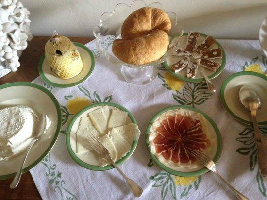 Castello di San Fabiano: The home-made breakfast