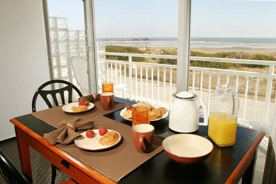 The Crusader Oceanfront Family Resort: Efficiency Suite Oceanfront