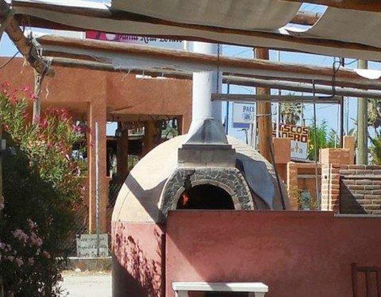 OTRA VEZ Restaurant Bar Pizzeria: Brick oven for pizza