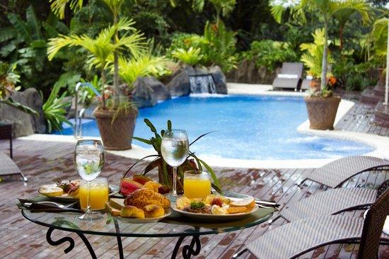 Hotel Pumilio : Enjoy breakfast and swimming pool