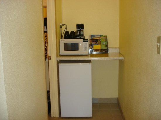Value Inn Motel : miro/refrigerator and coffemaker