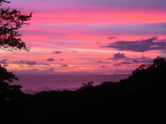 Vista Naranja Ocean View House: Atardecer