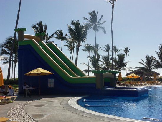 Ocean Blue & Sand: Great slide at the pool