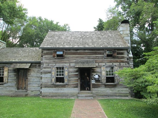 Crockett Tavern Museum: Very authentic reproduction