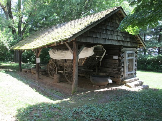 Crockett Tavern Museum: Covered Wagon