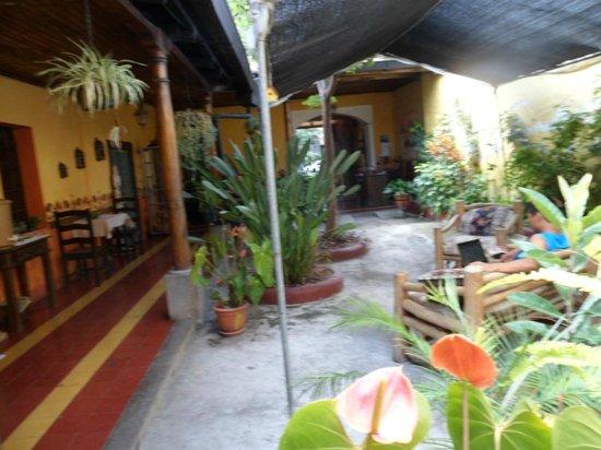 Hotel y Restaurante Vista Volcanes: Patio