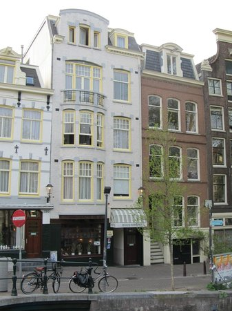 Amsterdam Wiechmann Hotel: The Hotel from the street.