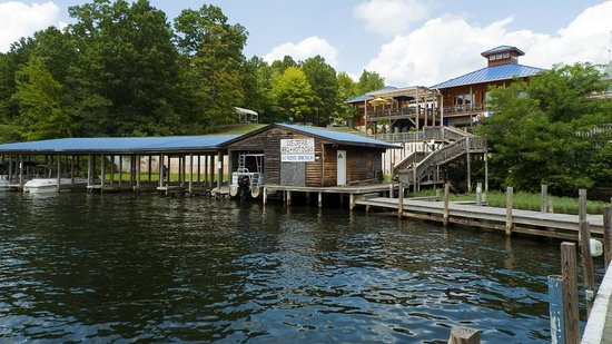Watersview Restaurant: The boat dock areas of the restaurant - another view