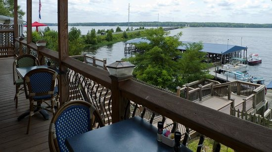 Watersview Restaurant: Sitting outside to eat - view 1 towards the lake