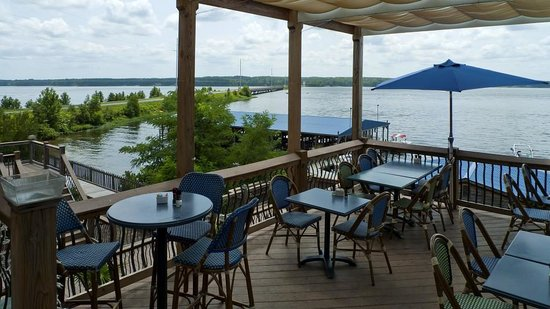 Watersview Restaurant: Sitting outside to eat - view 2 out towards the lake