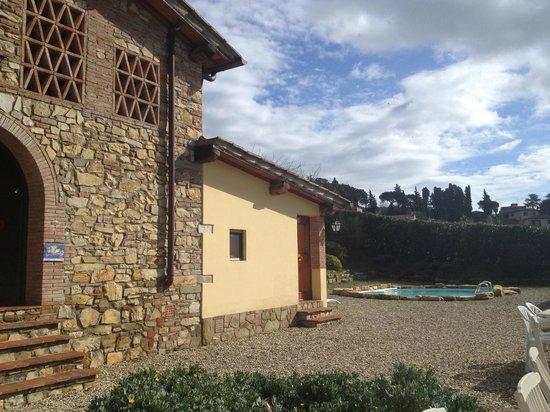 Relais Villa L'Olmo: Side yard