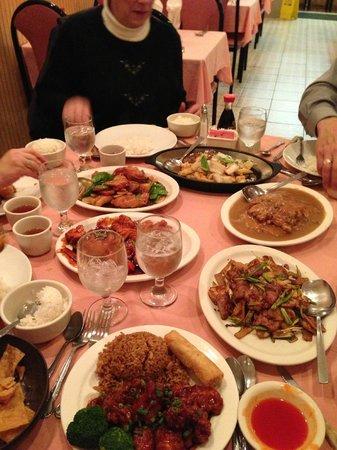 Kum Fong Restaurant: Family meal
