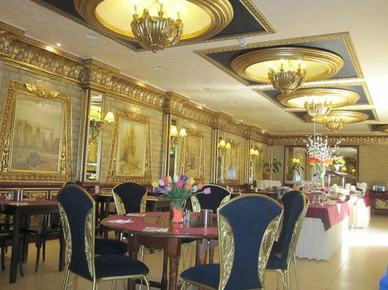 Ambassador City Centre Hotel: The breakfast buffet is in a guilded egyptian room worth looking at!