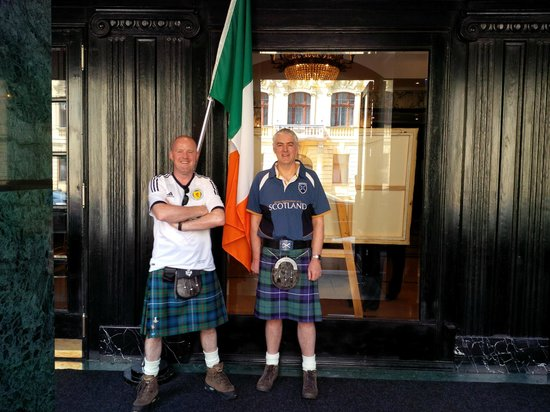 Esplanade Zagreb Hotel: Standing next to the Irish Flag at the entrance of the hotel