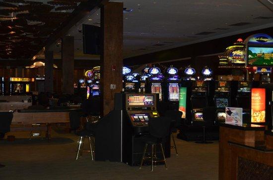 The Westin Dawn Beach Resort & Spa, St. Maarten: Casino in the lobby
