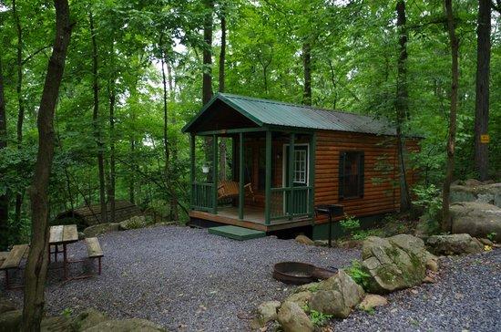 Gettysburg / Battlefield KOA: Exterior View of Basic Cabin BK3