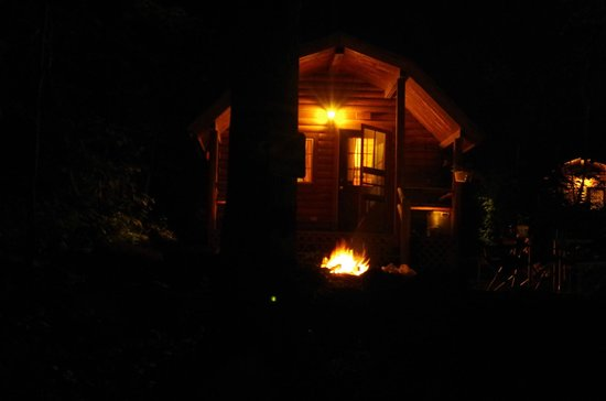 Gettysburg / Battlefield KOA: Deluxe Cabin DK3 at night (Very Quiet and Relaxing)