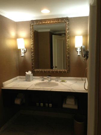 InterContinental Kansas City at the Plaza: Bathroom