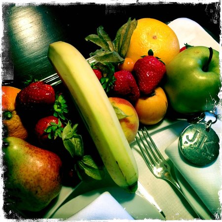 JK Place Firenze: Fresh fruit every day delivered to our room