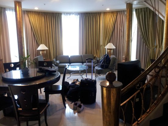 Makati Palace Hotel: bottom floor