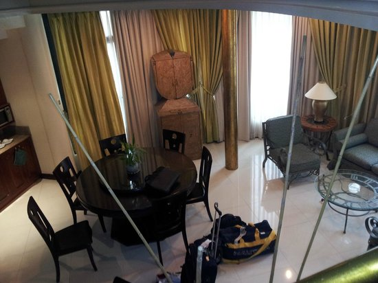 Makati Palace Hotel: from stairs