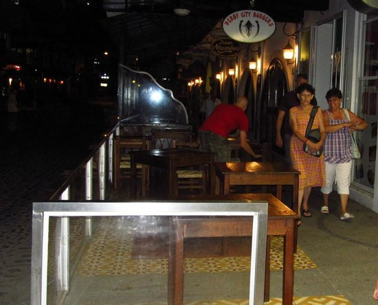 Derby City Burgers : Sidewalk seating
