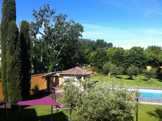 BEST WESTERN Le Lavarin : beautiful courtyard